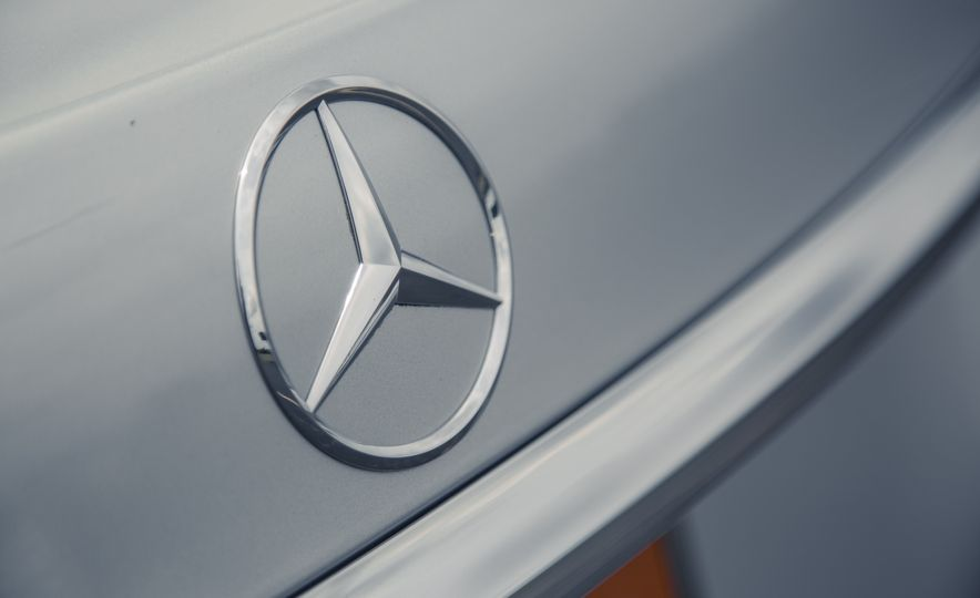 2017 Mercedes-Benz E300 - Slide 24