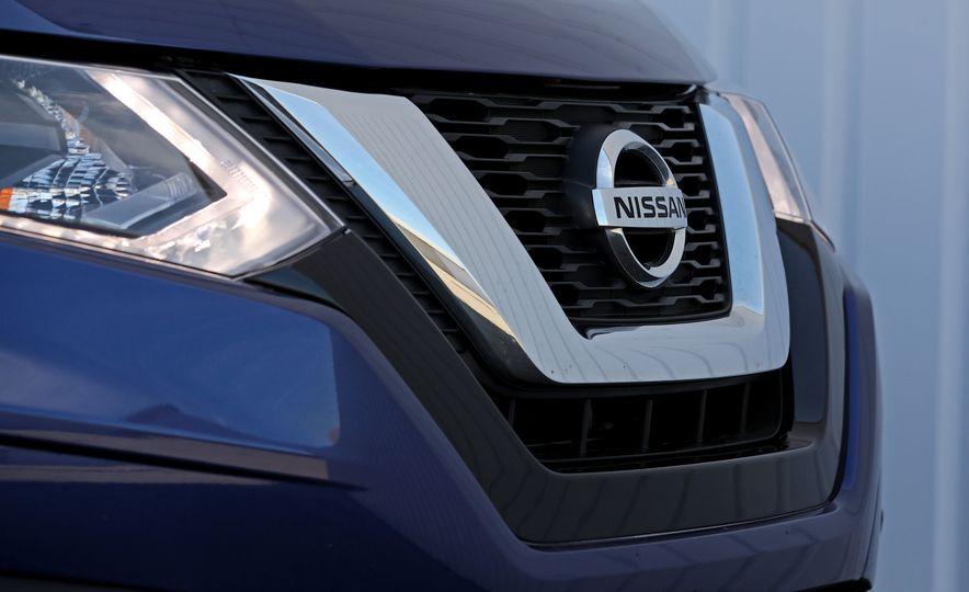 2017 Nissan Rogue - Slide 24
