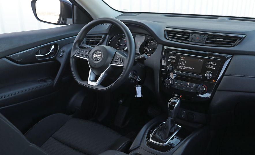 2017 Nissan Rogue - Slide 32