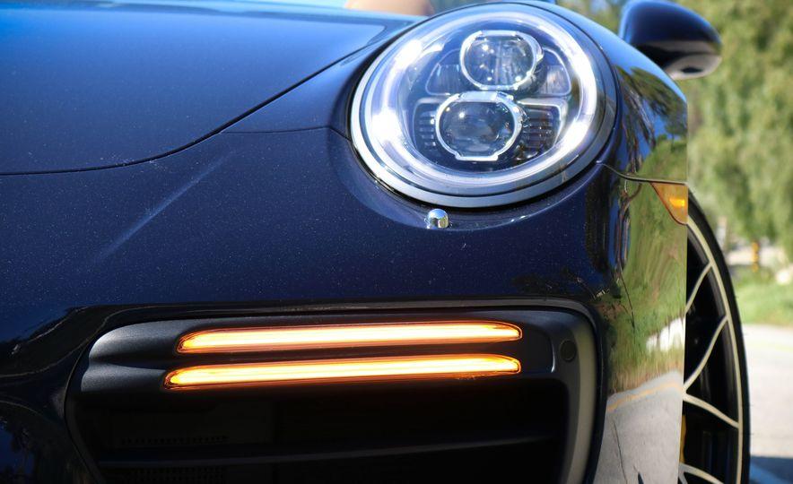 2017 Porsche 911 Turbo S cabriolet - Slide 19