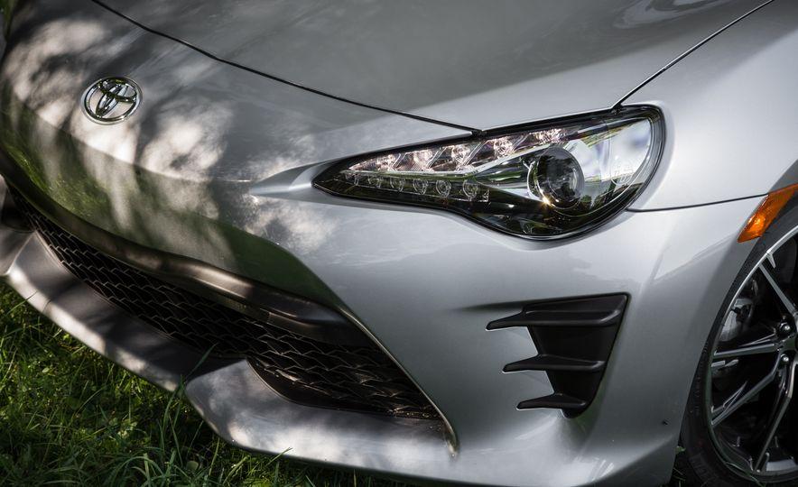 2017 Toyota 86 - Slide 4