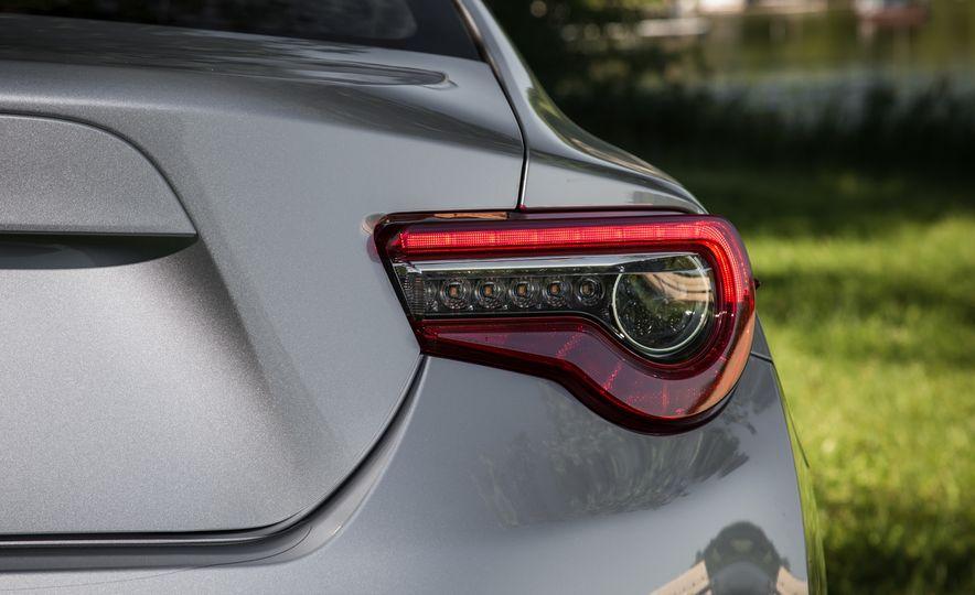2017 Toyota 86 - Slide 11