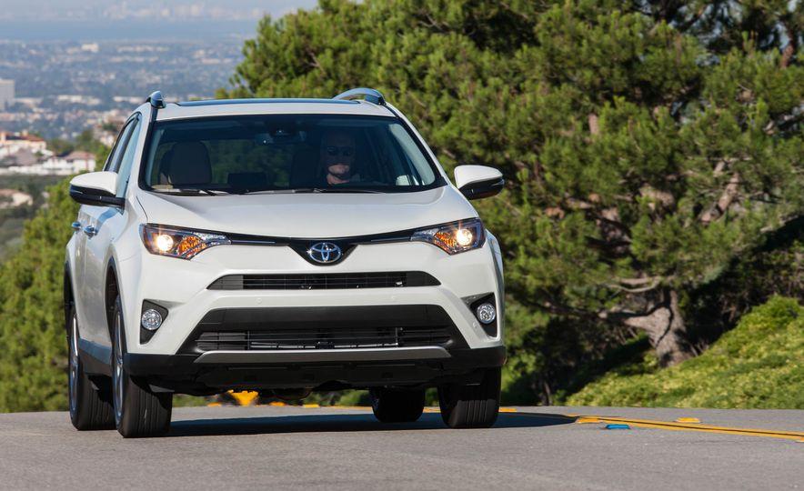 2017 Toyota Rav4 - Slide 2