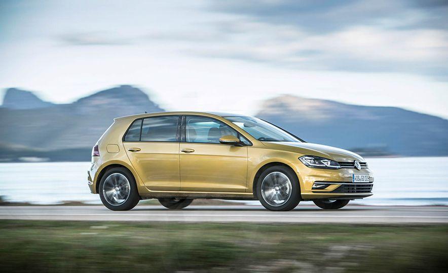 2017 Volkswagen Golf 1.0T - Slide 1