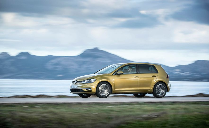 2017 Volkswagen Golf 1.0T - Slide 11