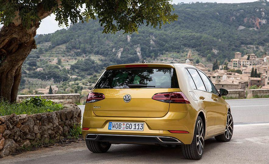 2017 Volkswagen Golf 1.0T - Slide 21