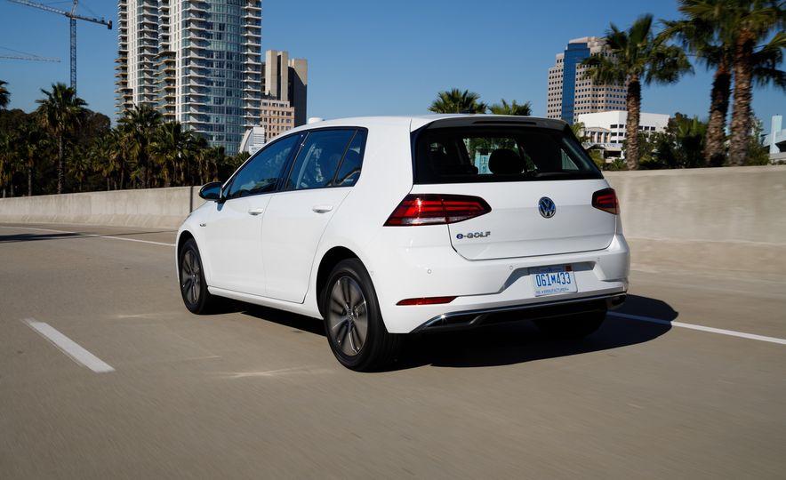 2017 Volkswagen e-Golf - Slide 6