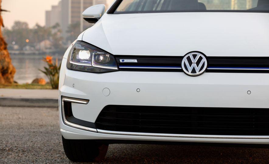 2017 Volkswagen e-Golf - Slide 14