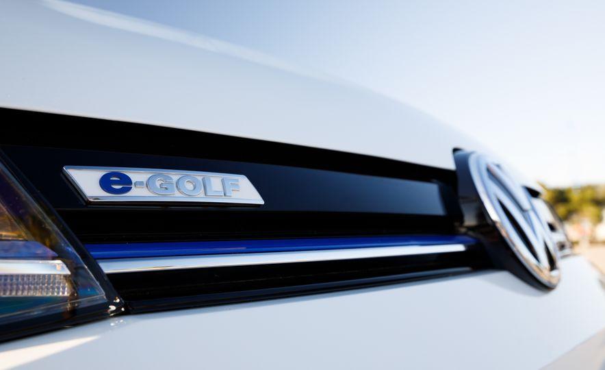 2017 Volkswagen e-Golf - Slide 15