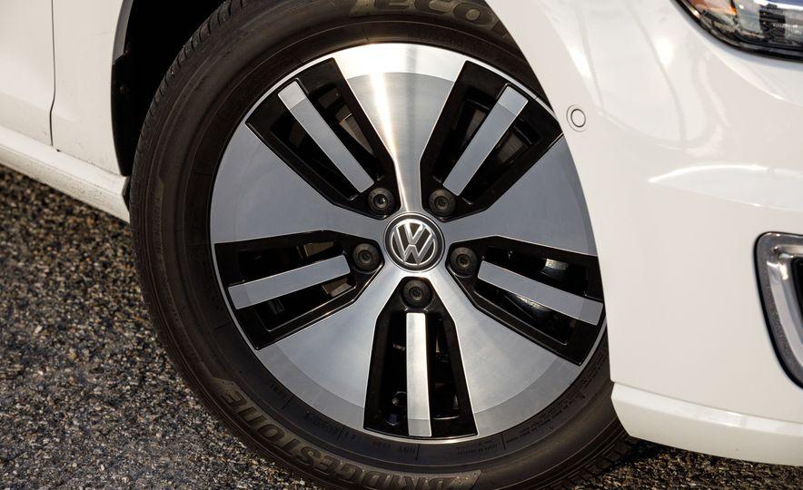 2017 Volkswagen e-Golf - Slide 17