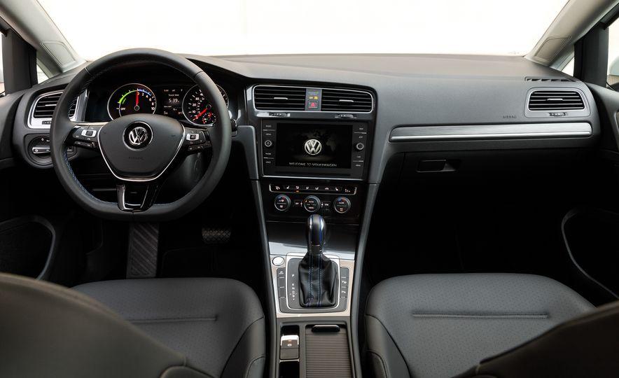 2017 Volkswagen e-Golf - Slide 18