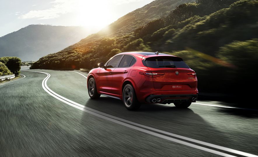 Alfa Romeo Stelvio Priced: Italian Crossover Starts at $42,990 - Slide 4