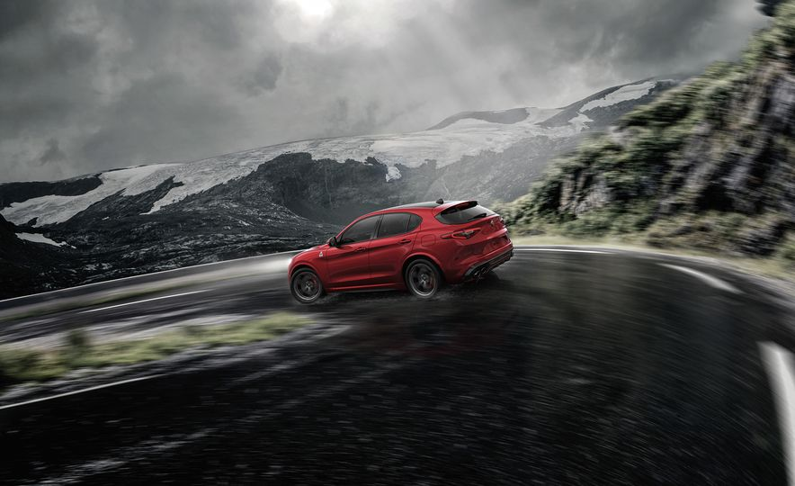 Alfa Romeo Stelvio Priced: Italian Crossover Starts at $42,990 - Slide 5