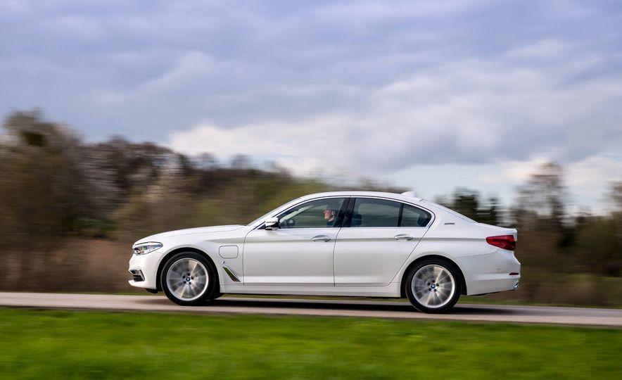 2018 BMW i3 and 2018 BMW i3s - Slide 32