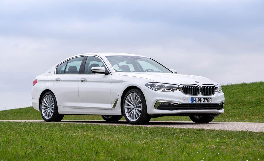 2018 BMW i3 and 2018 BMW i3s - Slide 33