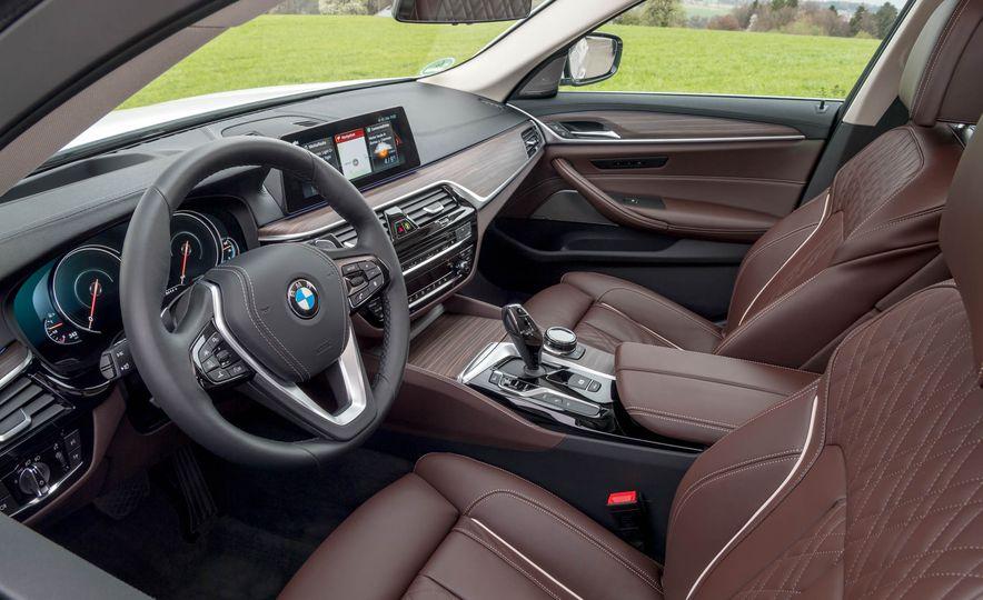 2018 BMW i3 and 2018 BMW i3s - Slide 35