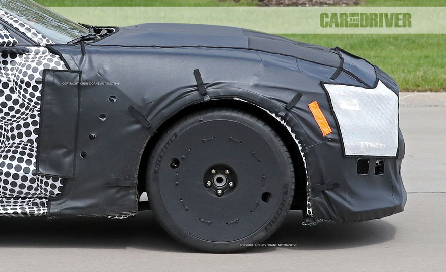 2018 Ford Mustang GT500 (spy photo) - Slide 24