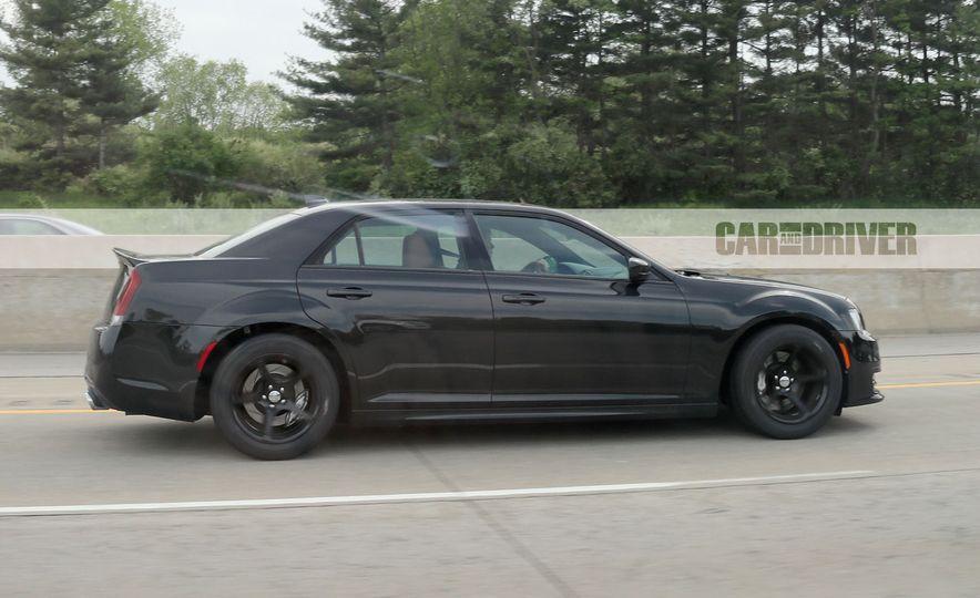 Chrysler 300 SRT Hellcat (spy photo) - Slide 1