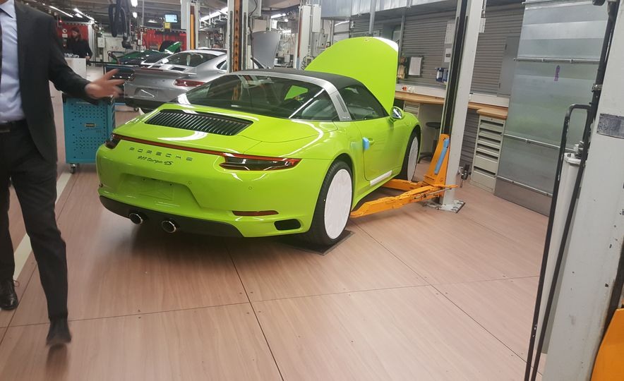 One Million Dreams: This Is the 1,000,000th Porsche 911 - Slide 27