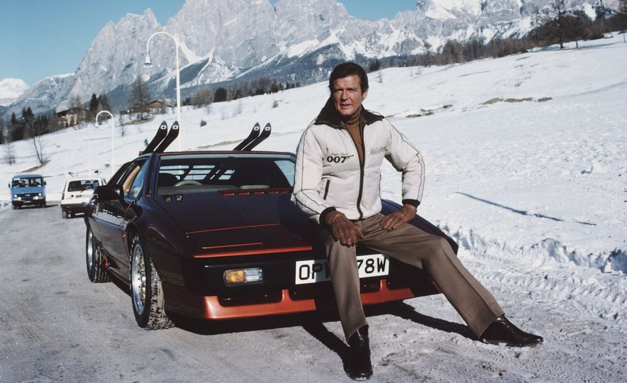 Roger Moore's 14 Most Memorable Onscreen Rides - Slide 1