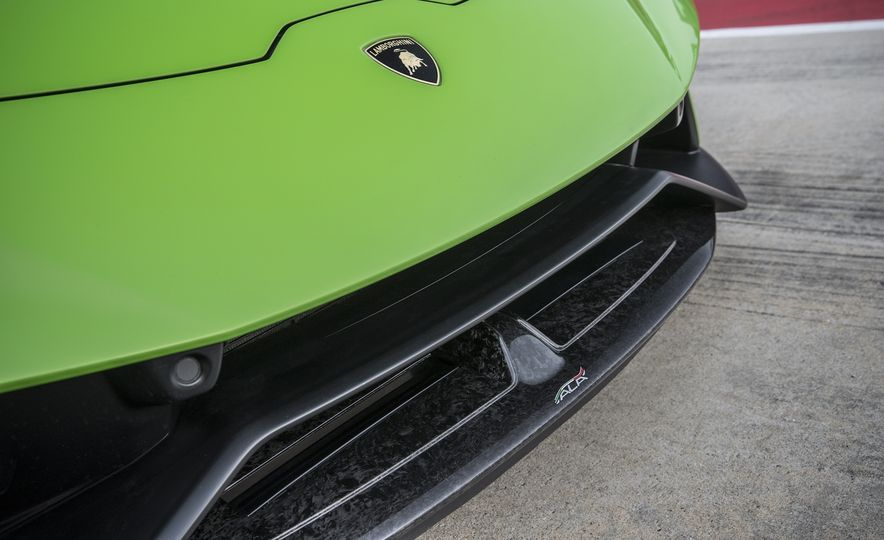 Go With the Flow: How the Lamborghini Huracan Performante Bends Air to Its Will - Slide 3