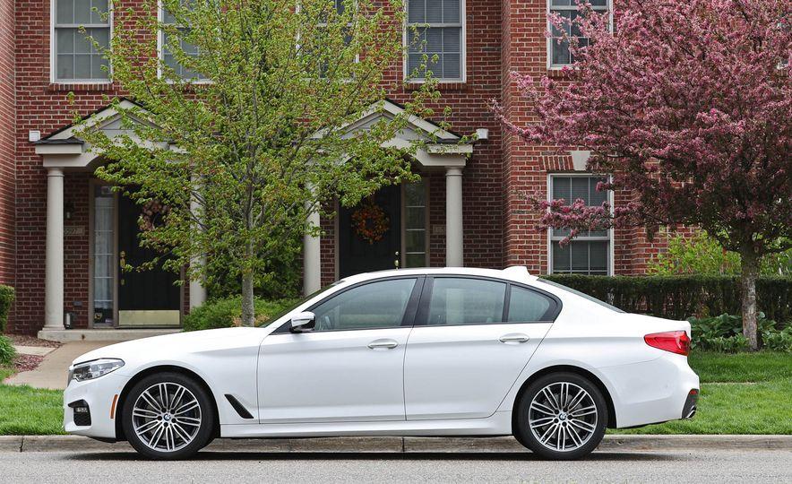 2017 BMW 530i RWD - Slide 18