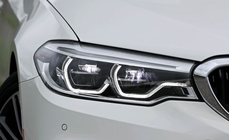 2017 BMW 530i RWD - Slide 22