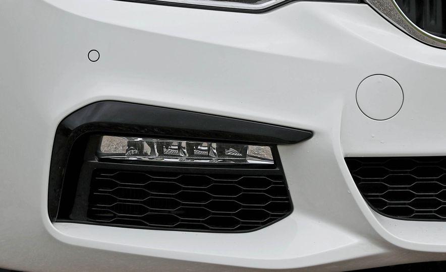 2017 BMW 530i RWD - Slide 23
