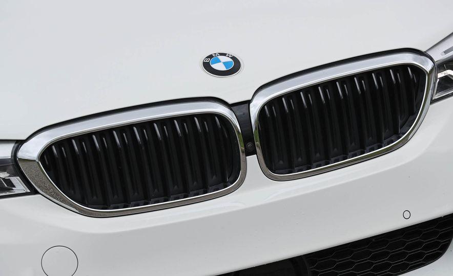 2017 BMW 530i RWD - Slide 24