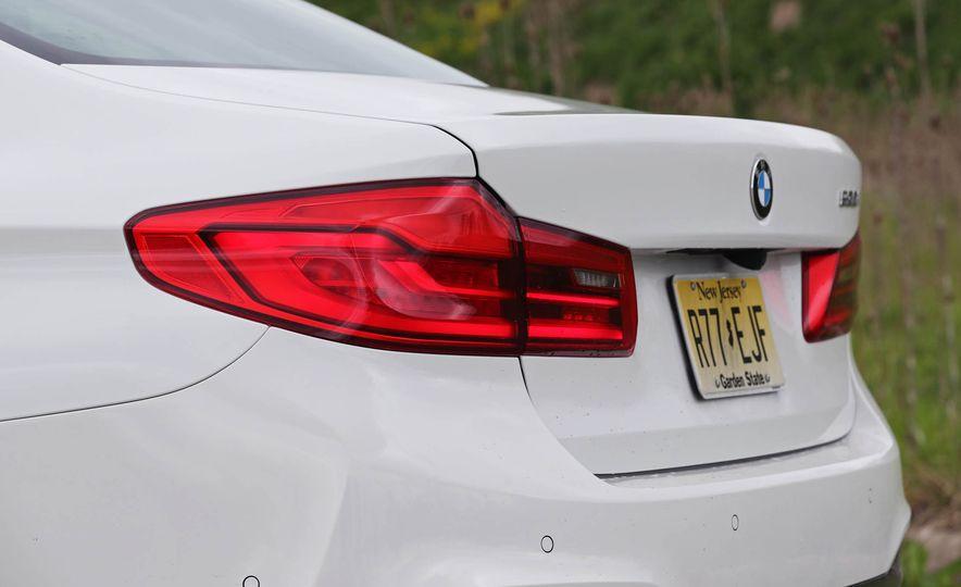 2017 BMW 530i RWD - Slide 26