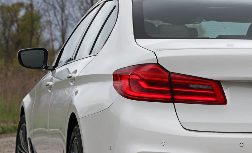2017 BMW 530i RWD - Slide 27