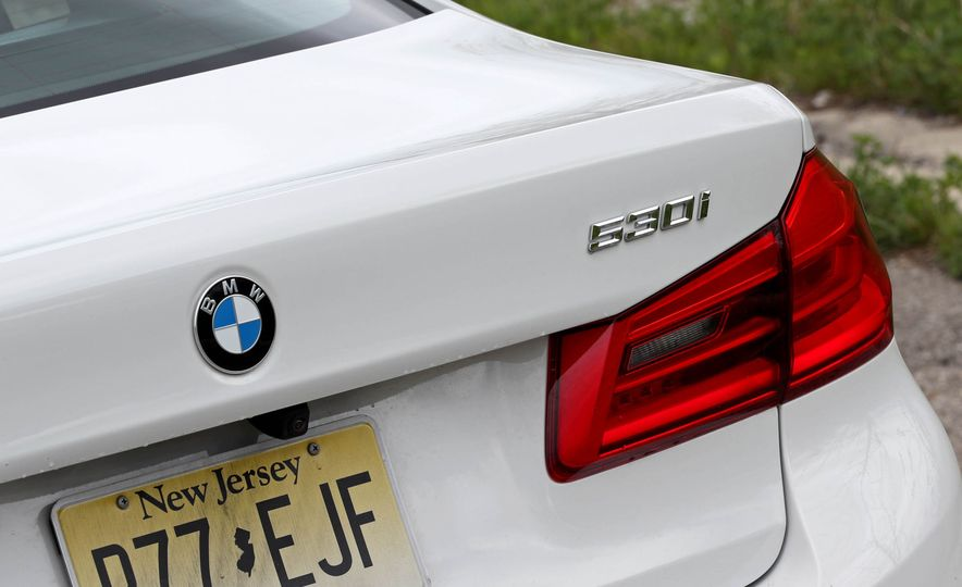 2017 BMW 530i RWD - Slide 28