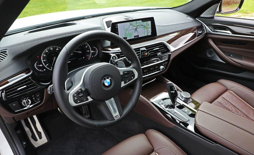 2017 BMW 530i RWD - Slide 30