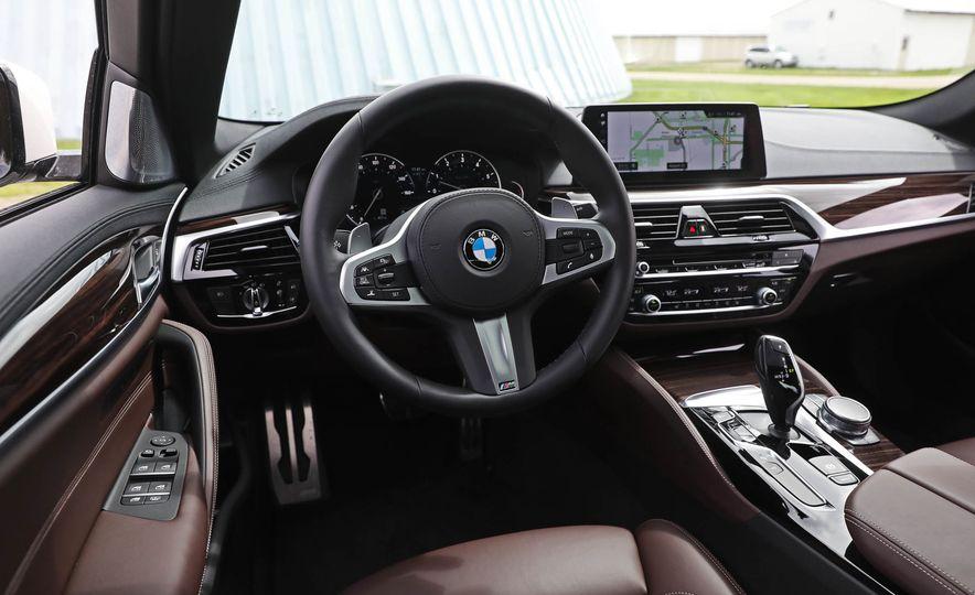 2017 BMW 530i RWD - Slide 31