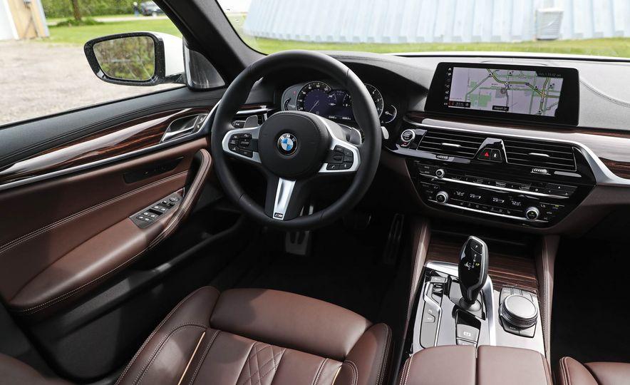 2017 BMW 530i RWD - Slide 32
