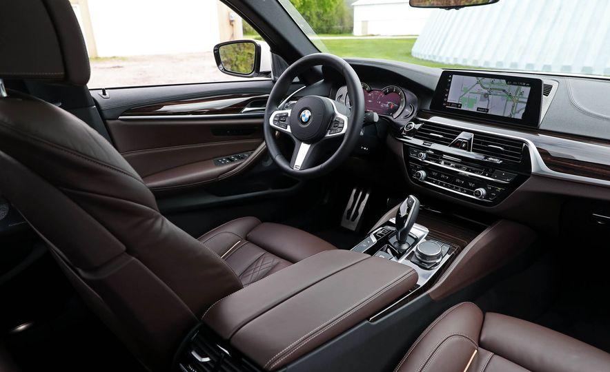2017 BMW 530i RWD - Slide 33