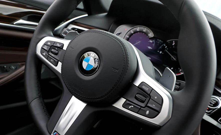 2017 BMW 530i RWD - Slide 35
