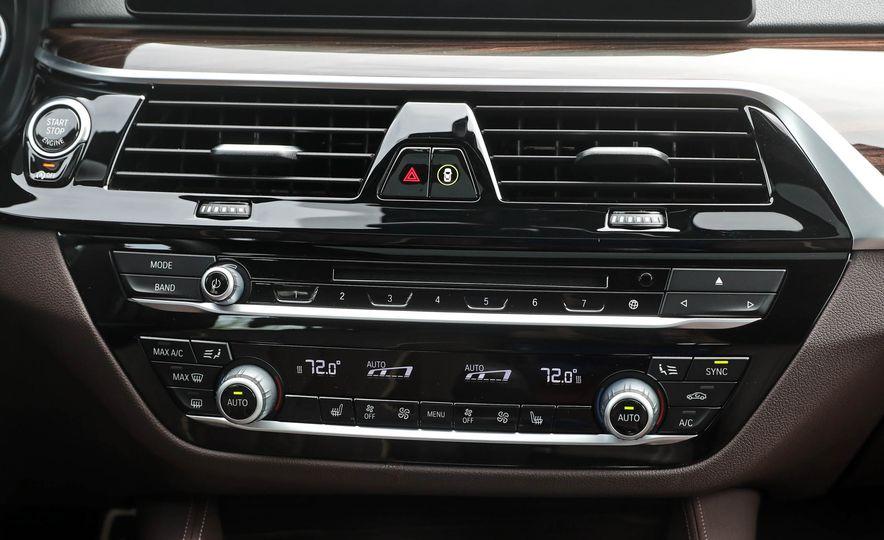 2017 BMW 530i RWD - Slide 41