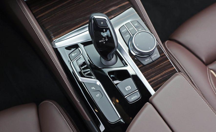 2017 BMW 530i RWD - Slide 43