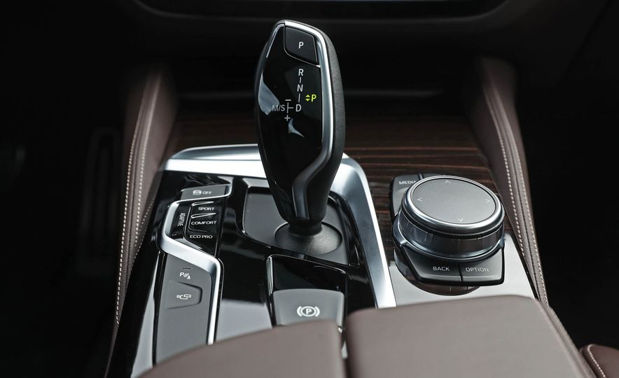 2017 BMW 530i RWD - Slide 44