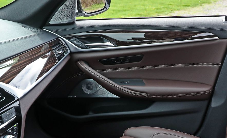 2017 BMW 530i RWD - Slide 46