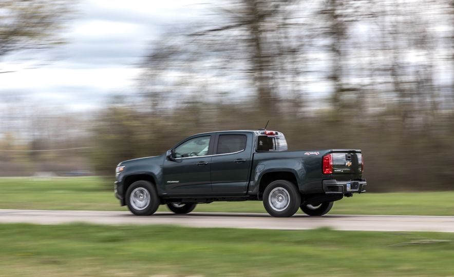 2017 Honda Ridgeline RTL-E AWD and 2017 Chevrolet Colorado LT 4WD - Slide 4