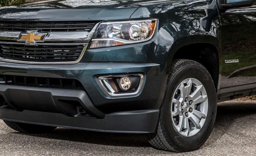 2017 Honda Ridgeline RTL-E AWD and 2017 Chevrolet Colorado LT 4WD - Slide 6