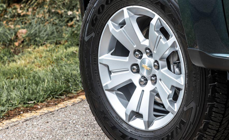 2017 Honda Ridgeline RTL-E AWD and 2017 Chevrolet Colorado LT 4WD - Slide 7