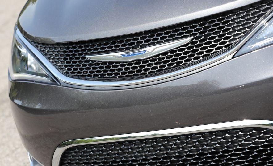 2017 Chrysler Pacifica - Slide 16