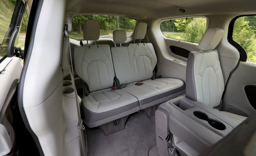 2017 Chrysler Pacifica - Slide 32