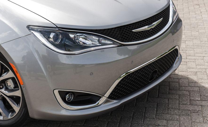 2017 Chrysler Pacifica - Slide 44