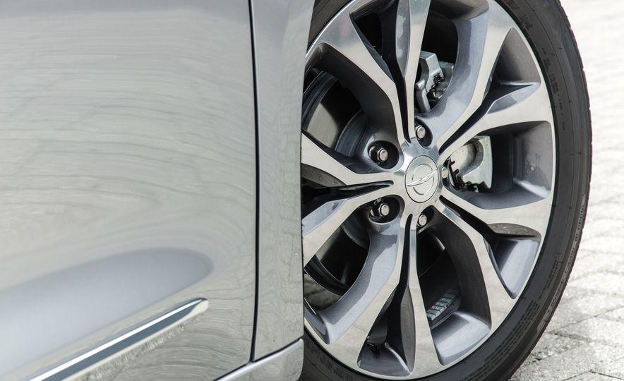 2017 Chrysler Pacifica - Slide 53