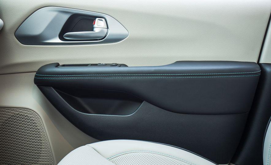 2017 Chrysler Pacifica - Slide 114