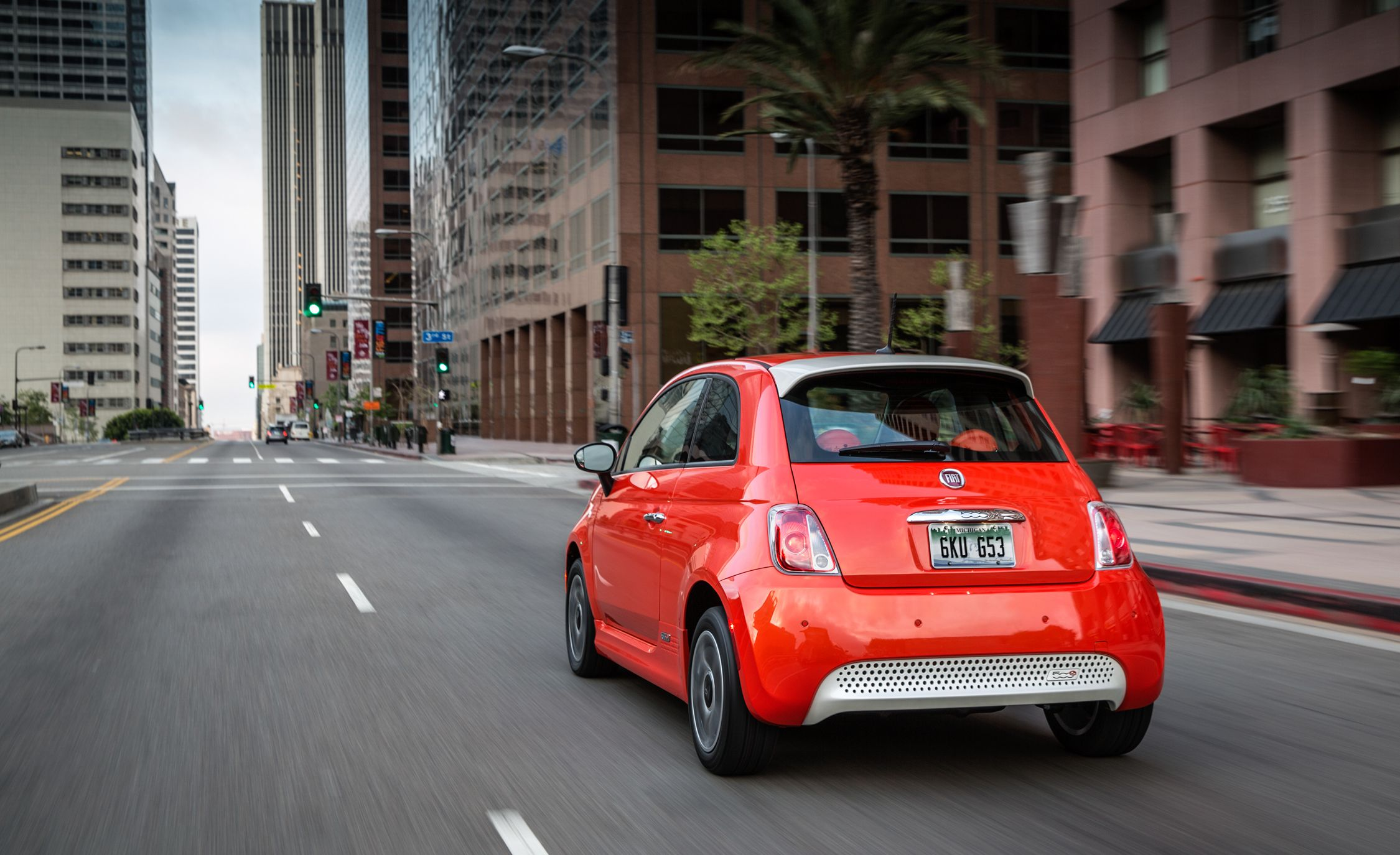 2018 Fiat 500e Reviews Price Photos And Specs Car Driver